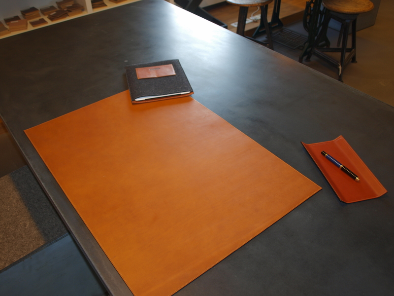 hochwertige betonm bel und individuelle accessoires aus leder und filz. Black Bedroom Furniture Sets. Home Design Ideas