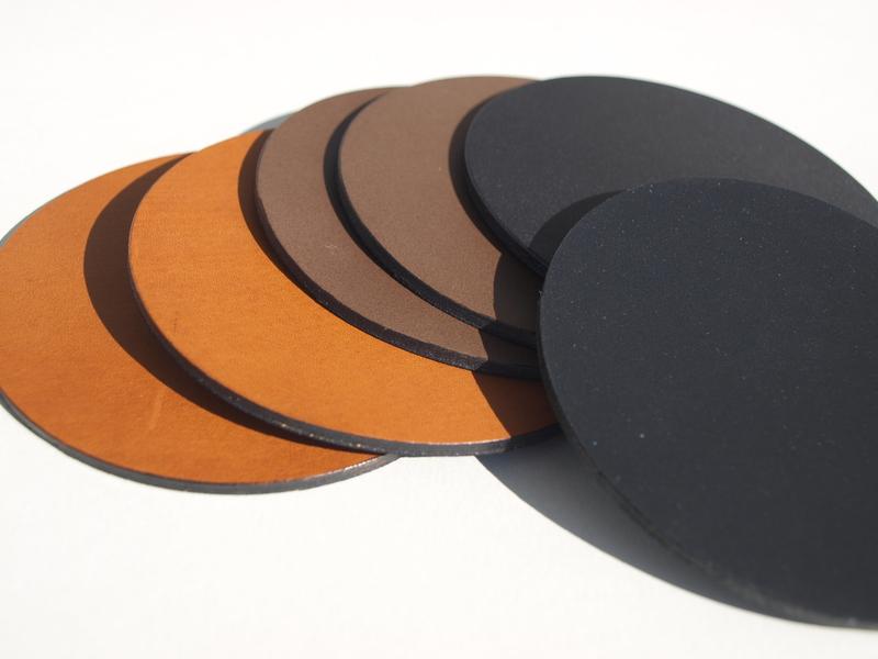 ma gefertigte schreibunterlagen aus leder mit pr gung lederuntersetzer tischsets aus leder. Black Bedroom Furniture Sets. Home Design Ideas